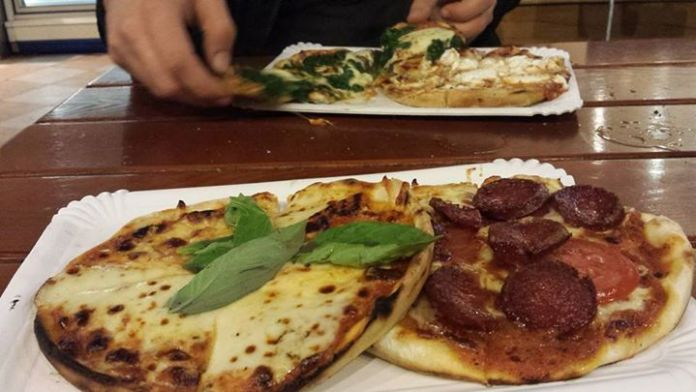 Pizza Italiana a Berlino in un fast food Turco