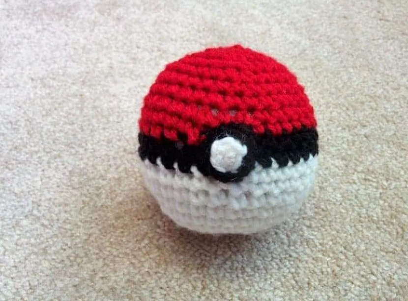 crochet-ball-pokeballs-7