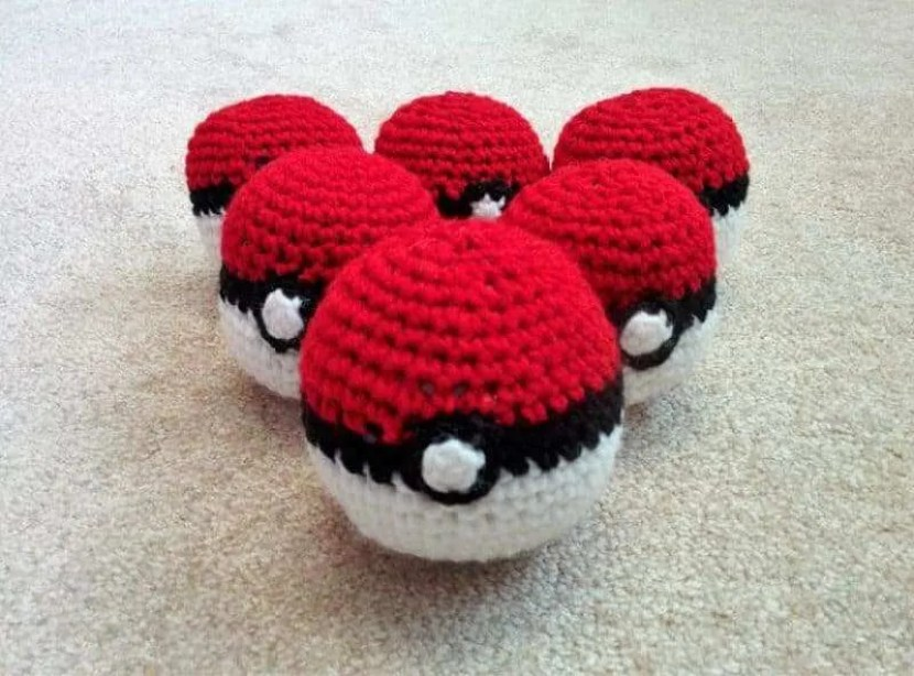 crochet-ball-pokeballs-8