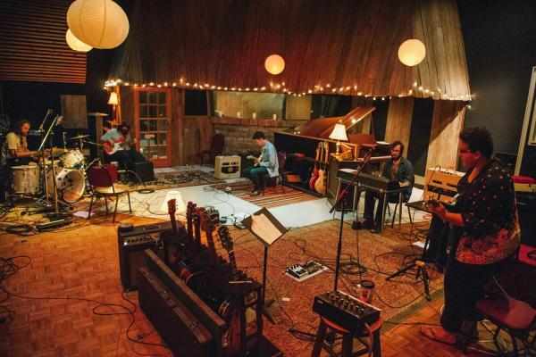 Alabama-Shakes-in-the-studio-2048x1365