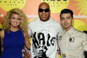 tori-kelly-flo-rida-joe-jonas-nick-halo-thebobbypen