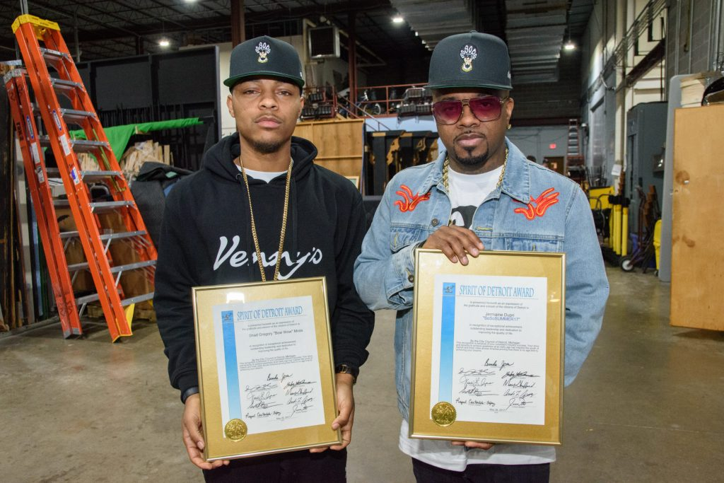 Jermaine-Dupri-Bow-Wow-Award-Detroit-Spirit-the-bobby-pen
