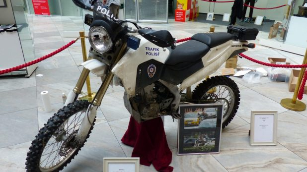"""Original Honda Motorrad aus """"Skyfall"""" - aus der Sammlung von Chris Distin (Photo: Benjamin Lind / The Bond Bulletin)"""