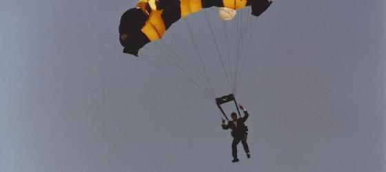 Skydiver B.J. Worth to receive Parachute Association Lifetime Achievement Award