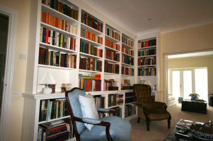 Built-in corner bookcase unit in Chelsea