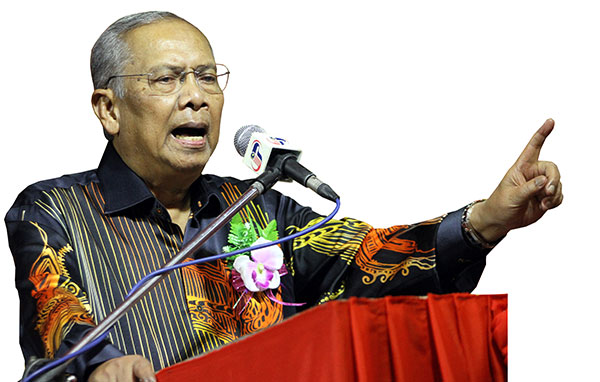 Adenan speaking at a Chinese New Year gathering.