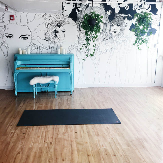 barre class blue piano