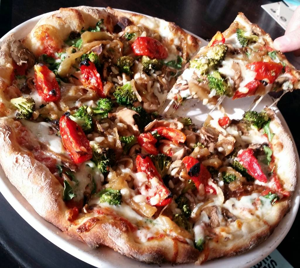 Deschutes Brewery vegetarian pizza
