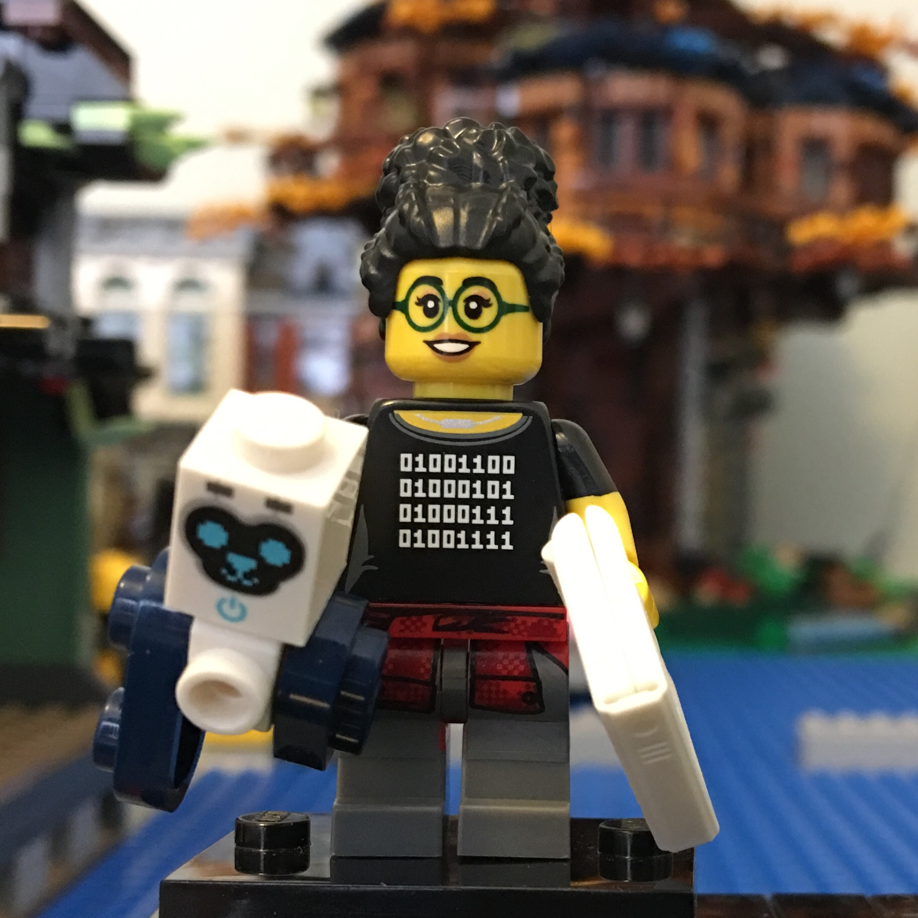 LEGO Programmer Coder Girl Minifigure Series 19 71025 New Genuine Laptop