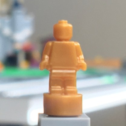 LEGO Pearl Gold Trophy Minifigure