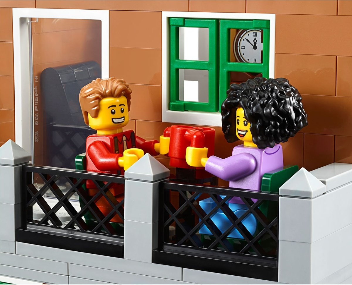 LEGO 10270 Creator Expert Modular Bookshop coffee