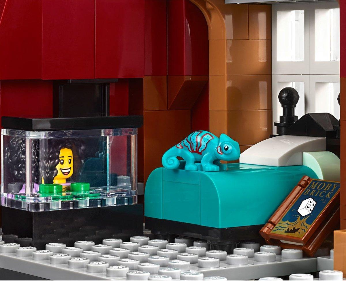 LEGO 10270 Creator Expert Modular Bookshop critter