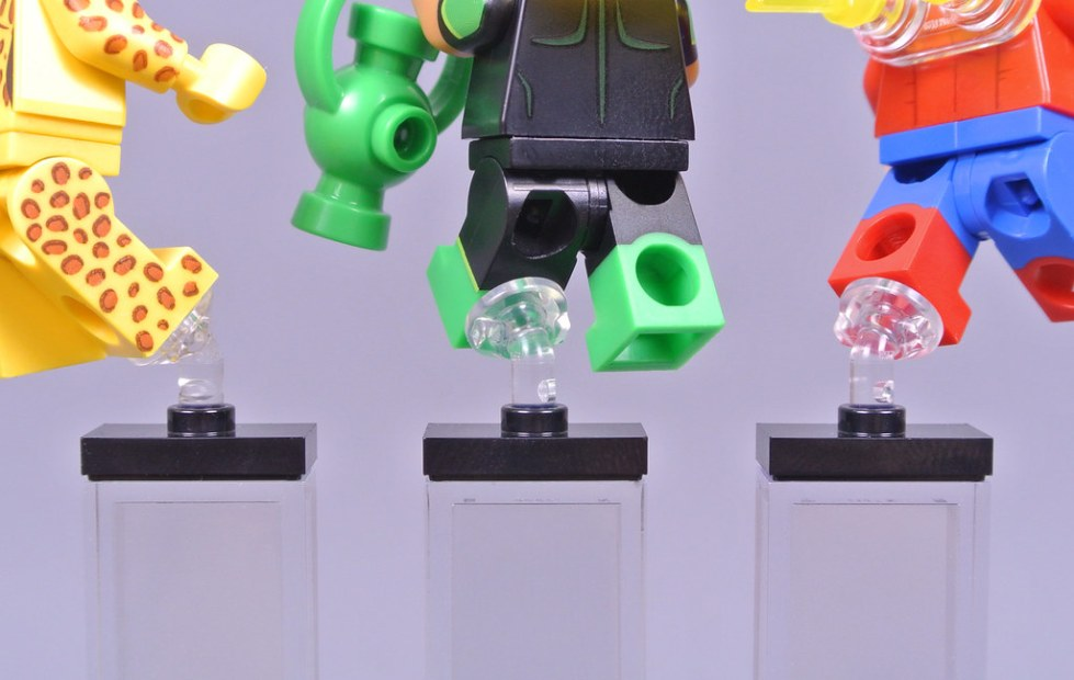 New LEGO trans Clear Minifigure Stand