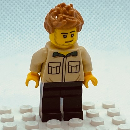 LEGO Minifigure Dad, Stubble, Shirt with Dark Green Collar, Medium Nougat Hair Spiked