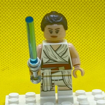 LEGO Star Wars Minifigure Rey with a White Tied Robe