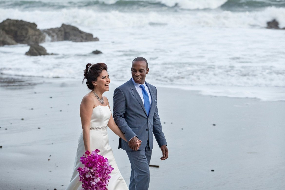 bride and groom photos in costa rica destination wedding