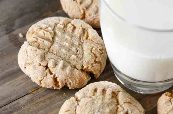 Peanutbutter Molasses Cookies
