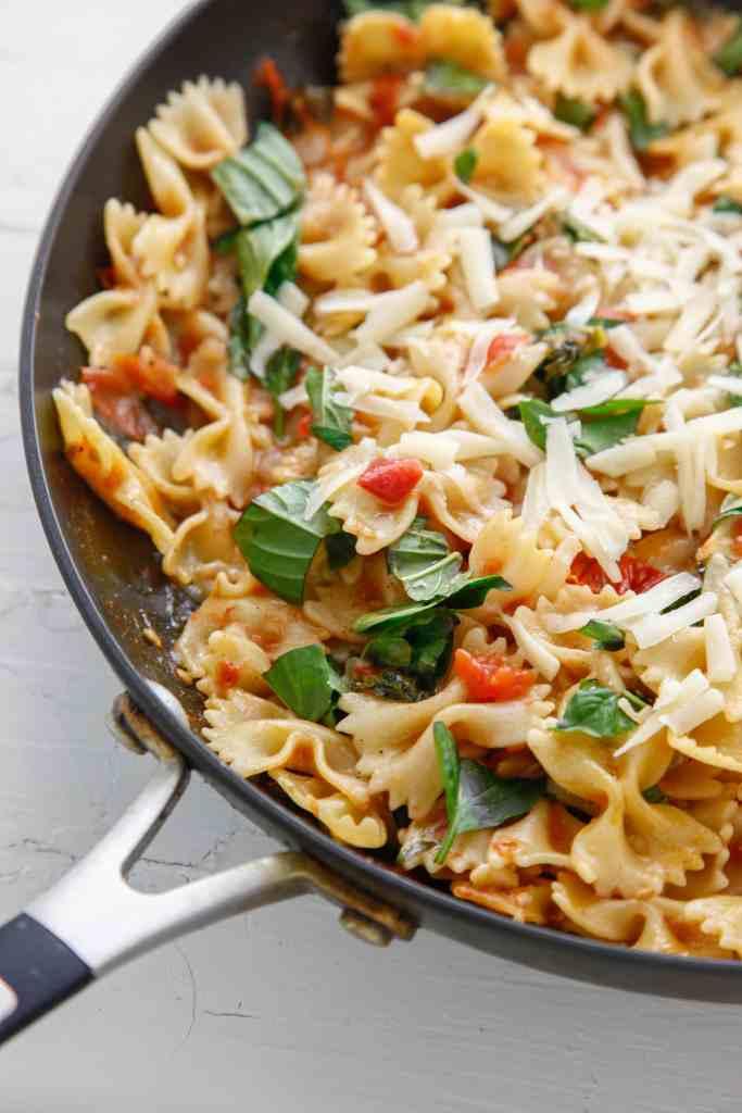 one pan bruschetta pasta_-2