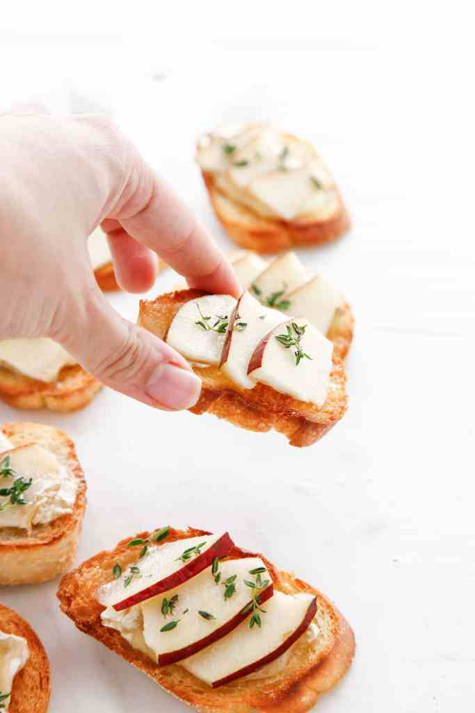 camembert-and-pear-crostini_-11