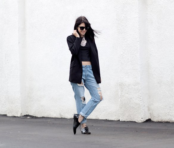 ripped-jeans-blazer-streetstyle