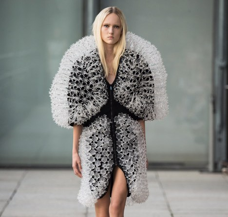 https://www.dezeen.com/2014/10/01/iris-van-herpen-magnetic-motion-spring-summer-2015-fashion-collection-3d-printing-magnets/
