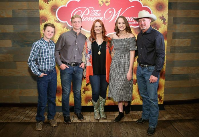 Ree Drummond and her family. | Monica Schipper/Getty Images for The Pioneer Woman Magazine