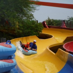 Things to Do with Kids in Phoenix During the Summer:  Spend the Day at Wet 'n' Wild Phoenix