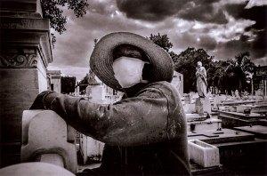 photograph from the Cementerio de Colon series by Figueredo Véliz