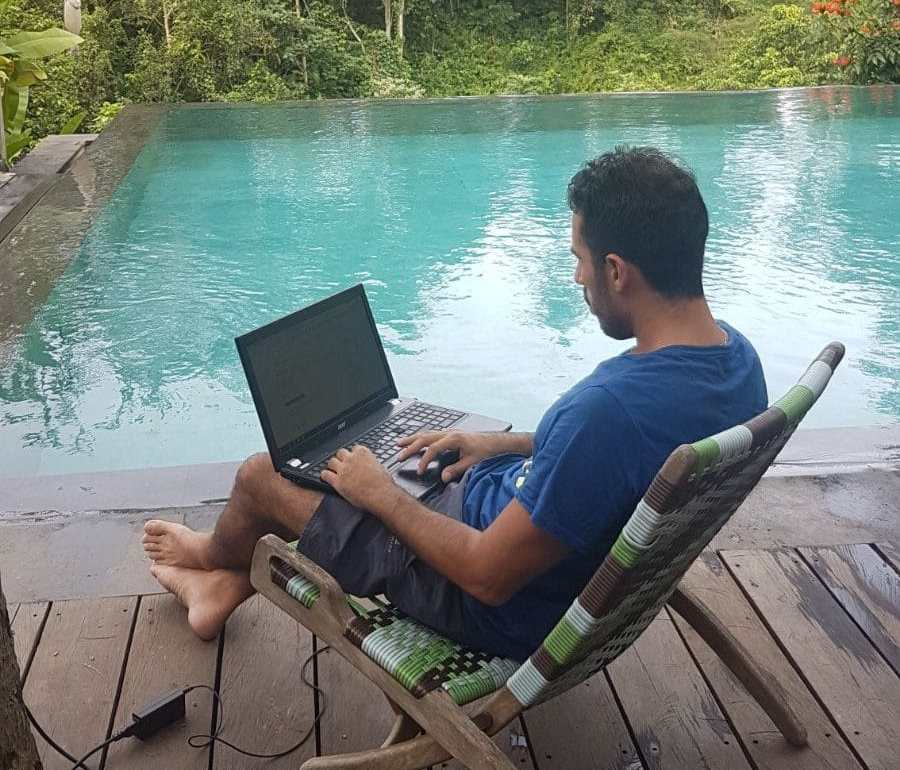 Giovanni - Laptop Lifestyle