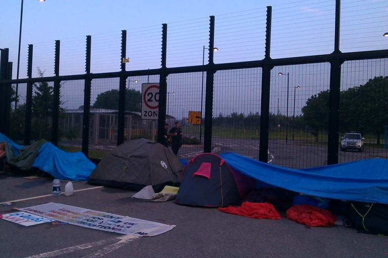 Protesters set up camp to keep the Construction Gate at AWE Burghfield closed. Image Trident Ploughshares/Facebook