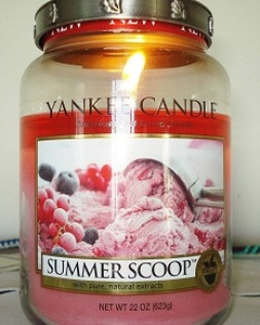 Summer Scoop jar candle burning with full wax pool