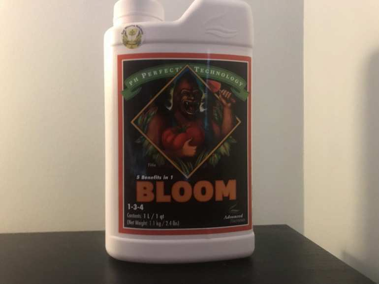 Advanced nutrients bloom formula - the best nutrients for beginners. White bottle with orange writing. for growing cannabis indoors