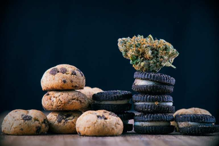 "Cannabis nug on infused oreo biscuits and chocolate biscuits on a wooden table. ""class ="" wp-image-13789 ""data-recalc-dims ="" 1 ""/>   <p> The brief explanation of how to make weed edibles is to take cannabis and heat it in the oven to make it psychoactive when consumed in an edible. Next we infuse an ingredient with the activated cannabis. Finally, we use this ingredient in a recipe to make weeds edible! </p> <p> It's more complicated than this explanation, but that's the essence of weed food production. </p> <h2> The first step to producing weed edible </h2> <p> This may seem obvious, but the first thing you have to do is get some cannabis! How much? It depends on. The amount of cannabis you use in your weed foods depends on a few factors: </p> <ul> <li> The dosage you are aiming for </li> <li> The effectiveness of your cannabis </li> <li> The number of servings in your prescription (most important factor) </li> </ul> <p><img src="