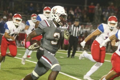 Malik McClain caught three passes for 117 yards and a touchdown in a win over Los Alamitos. Photo: Eric Heinz