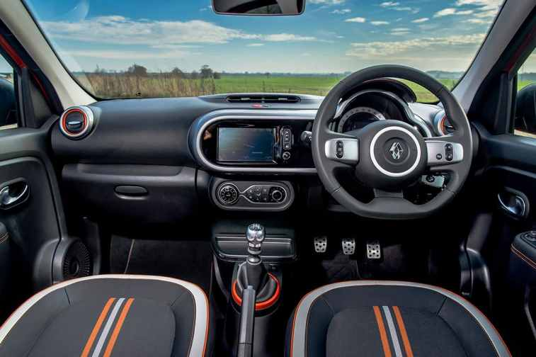 Renault Twingo GT cabin