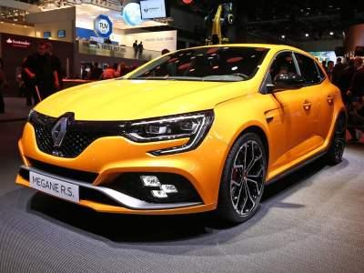 1709-Renault-Megane-RS-01
