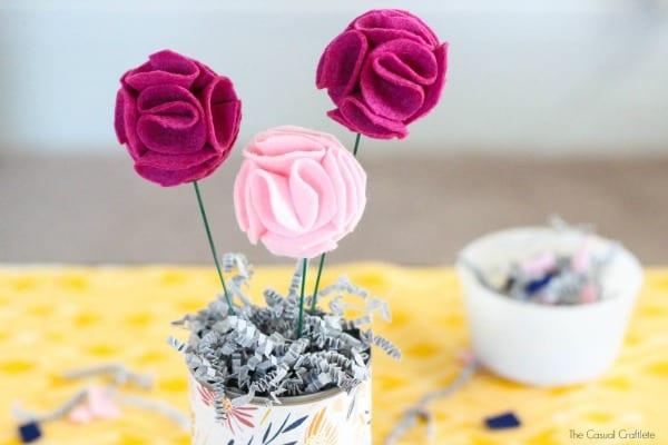 Flores de feltro e tecido