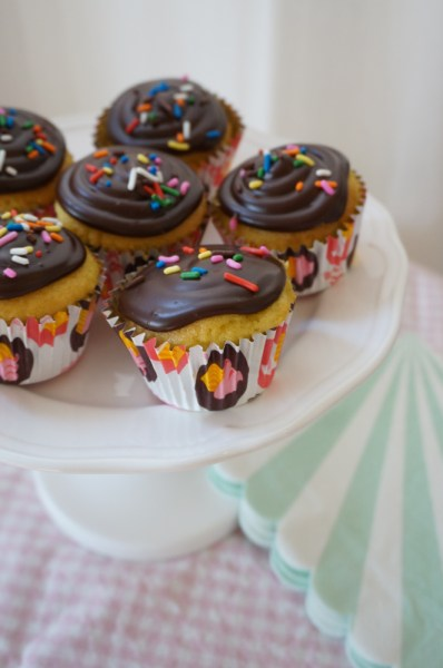 Easy Ganache Cupcake Frosting - 09