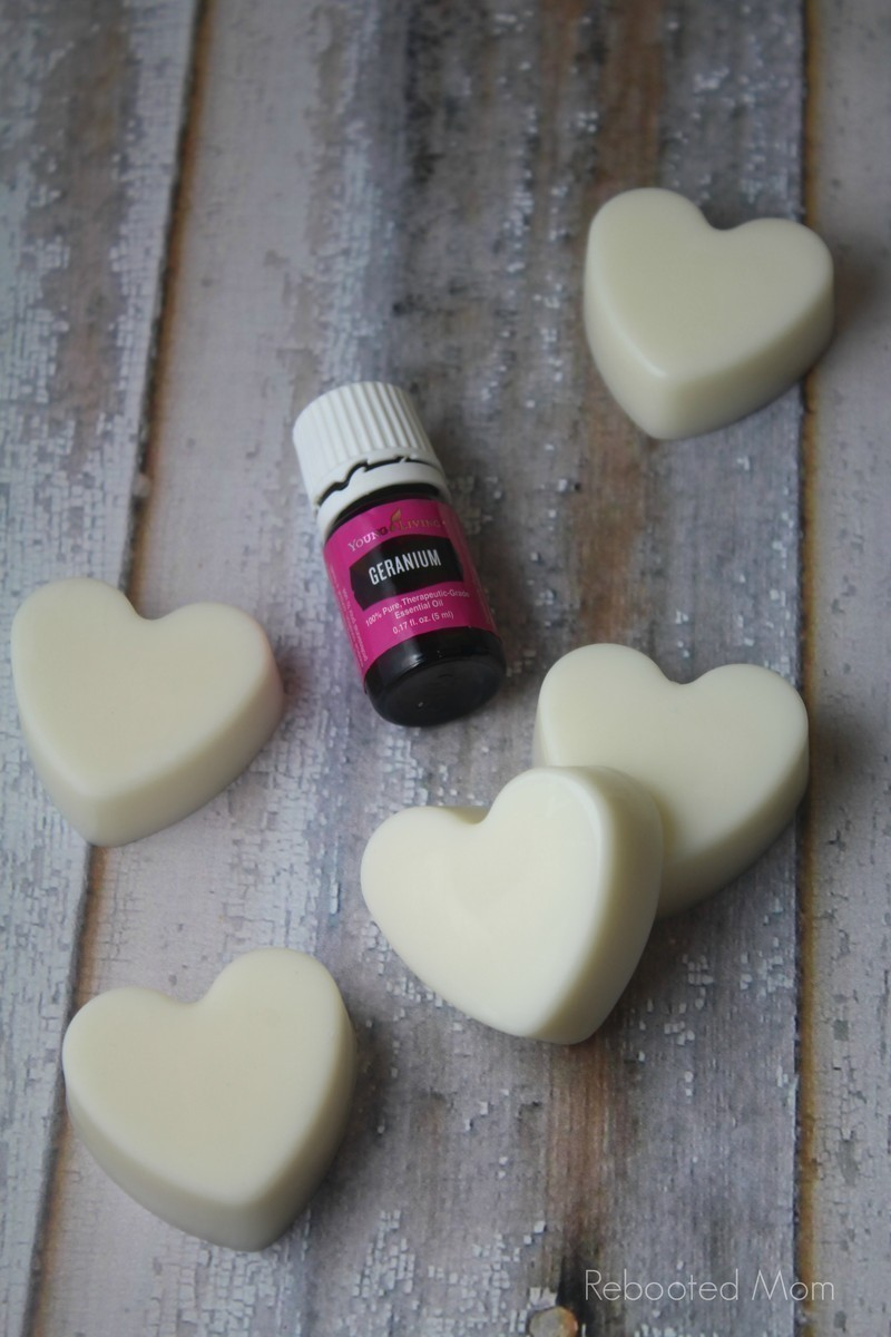 Essential Oil Lotion Bars: These Essential Oil Lotion Bars are SO easy to make - and the perfect gift for Mother's Day or Valentine's Day. #DIY #lotionbars #ValentinesDay #Valentine #homemadegift #essentialoils