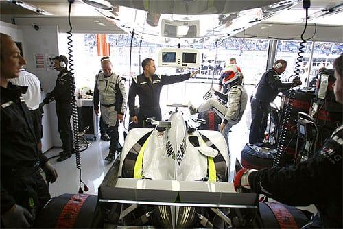 Brawn GP Garage (Photo Brawn GP)