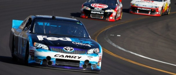 Hamlin leads Kevin Harvick (Photo Credit: Todd Warshaw/Getty Images for NASCAR)