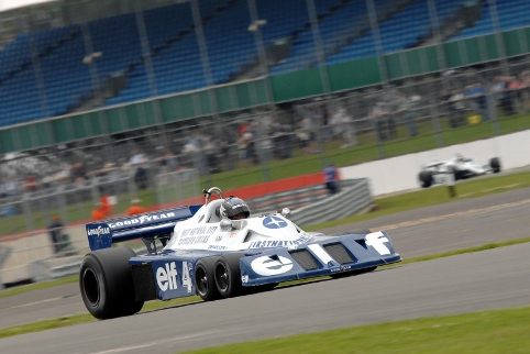 Roger Wills recovered from a qualifying off in a repaired Tyrrell P34 (Photo Credit: Chris Gurton Photography)