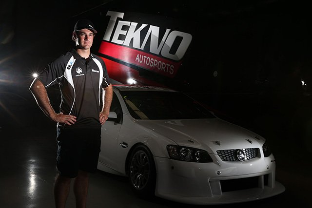 Shane-van-Gisbergen-alongside-the-Tekno-Autosports-Commodore
