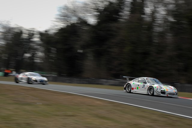 A late safety car set up a dramatic two lap sprint for victory (Photo Credit: Chris Gurton Photography)