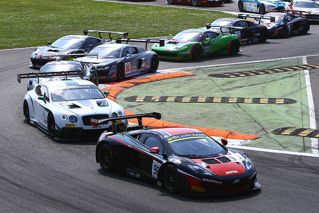 Parente led at turn one from Andy Meyrick's Bentley (Credit: Blanpain GT Series)