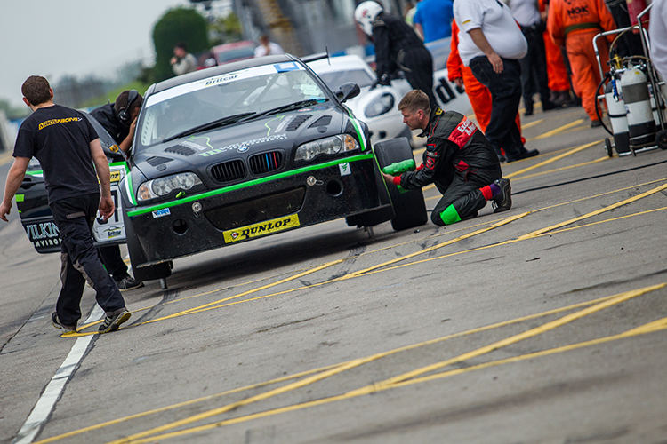 Class 4 winners Moss Motorsport were plagued by tyre problems throughout the race. (Credit: Nick Smith/TheImageTeam.com)