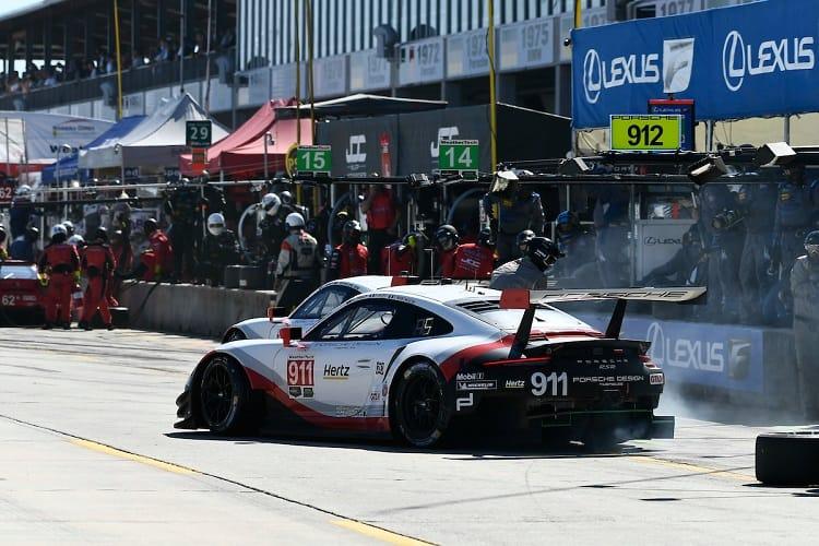 The Porsche 911 leads GT Le Mans after nine hours