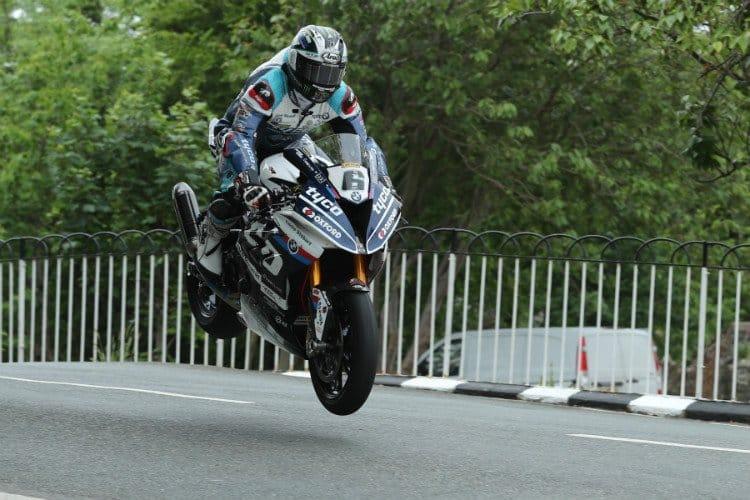 Michael Dunlop wins Isle of Man TT Superbike opener.