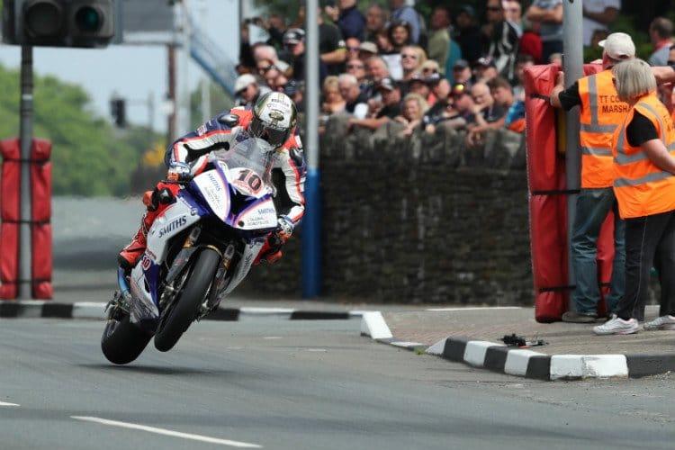 Peter hickman Wins the Senior TT Race