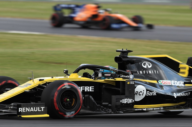 Renault to 'Look at Opportunities' but 'Not Desperate' to Bring in New Customer Outfit